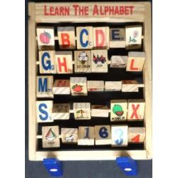 Jogo alfabeto em madeira