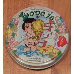 Lata Love Is... O Amor é...