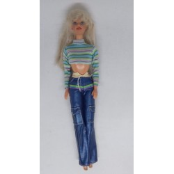 Boneca Barbie com top às...