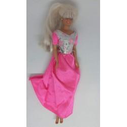 Boneca Barbie com vestido...